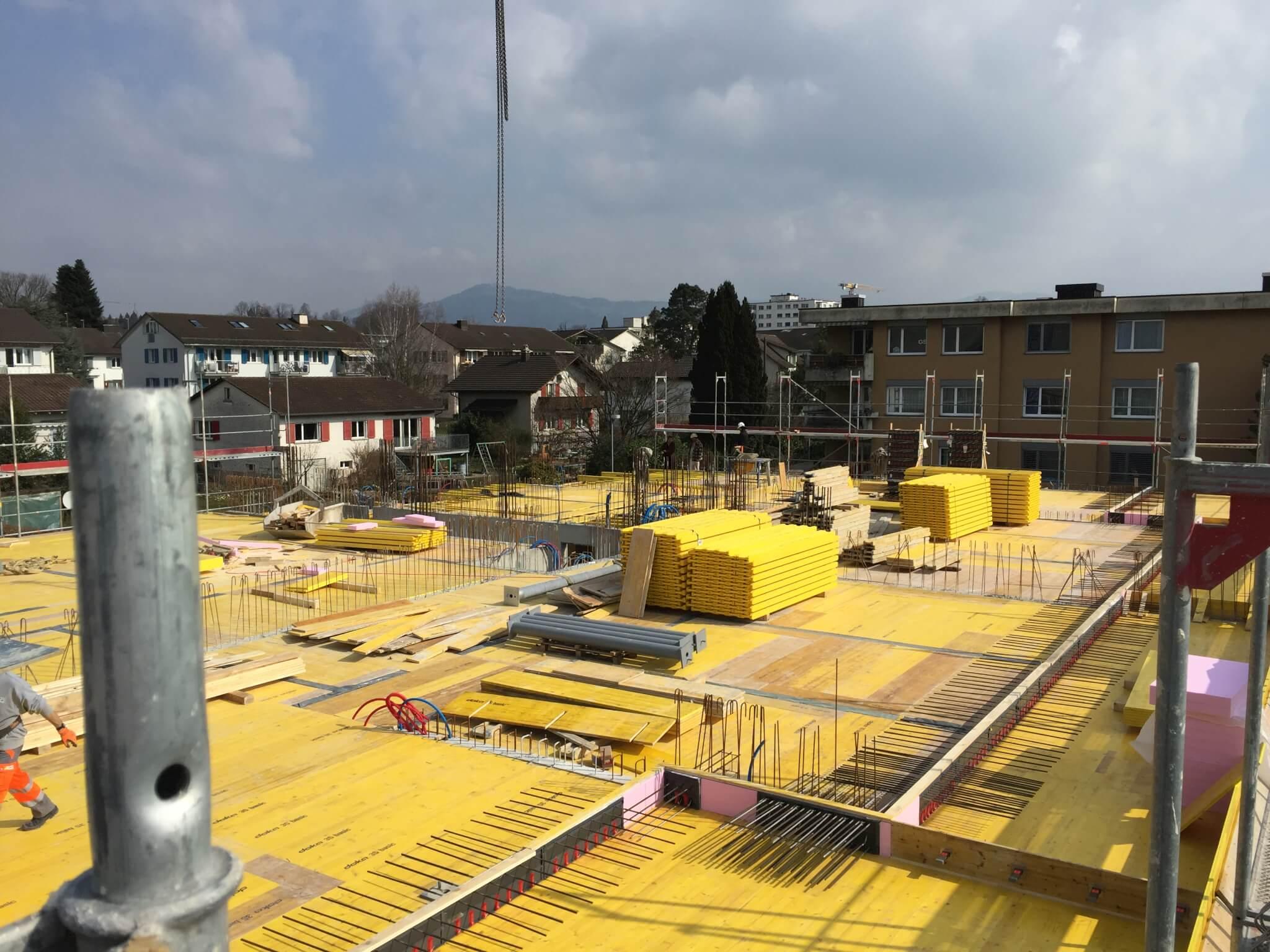 Wohnüberbauung an der Greithstrasse in Rapperswil: Schalung Decke über EG